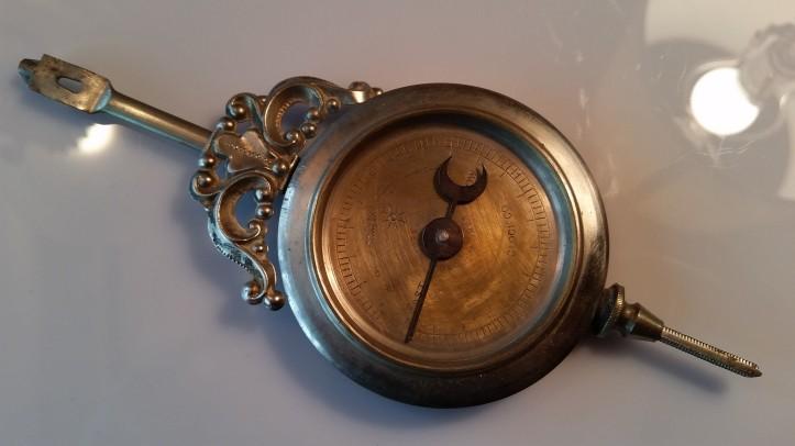 Waterbury mantel clock pendulum with dial pointer